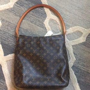 Louis Vuitton ClassicMedium Looping Bag